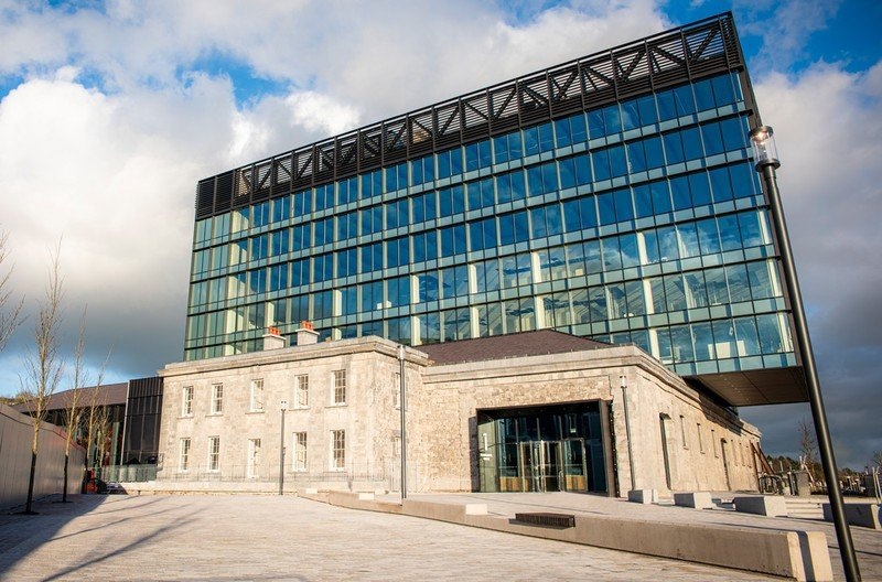 Apple signs deal for new Cork office